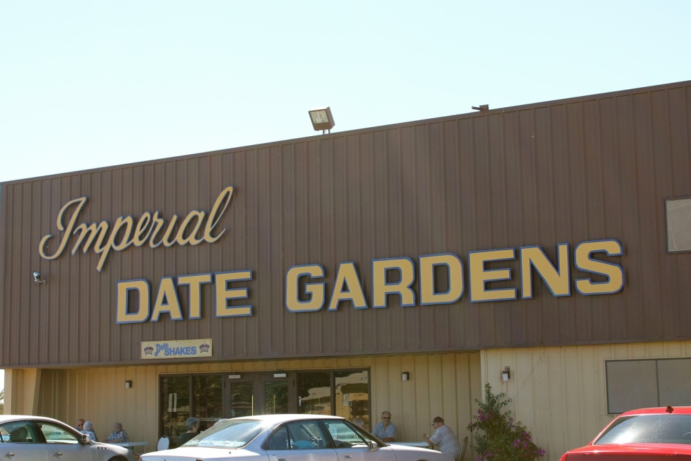visiting Imperial Date Gardens in Bard Valley, California (5/6)